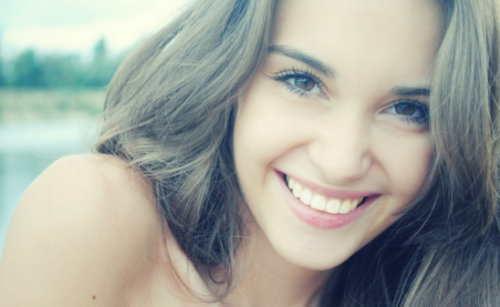 http://wallpoper.com/wallpaper/women-smiles-364102