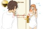バスルームでオナニーをしていた女性がドアを開けるといた彼氏に驚いている様子